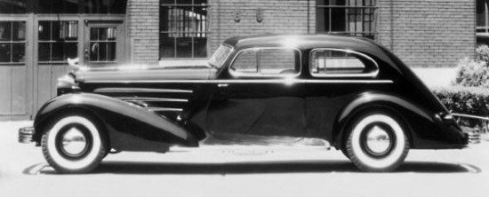 Cadillac '33 V16 Fleetwood Aerodynamic Coupe